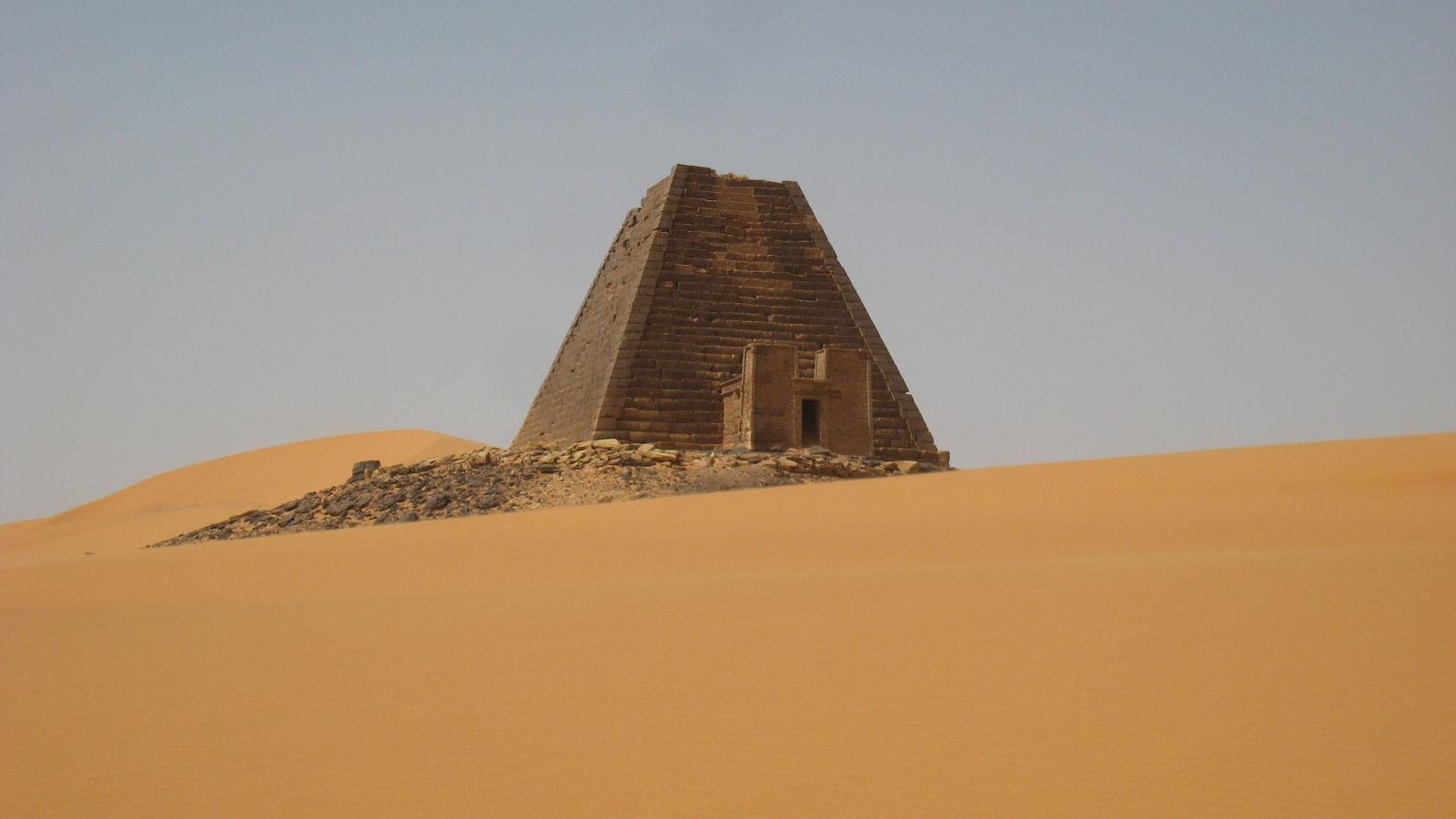 how to get into sand kingdom pyramid